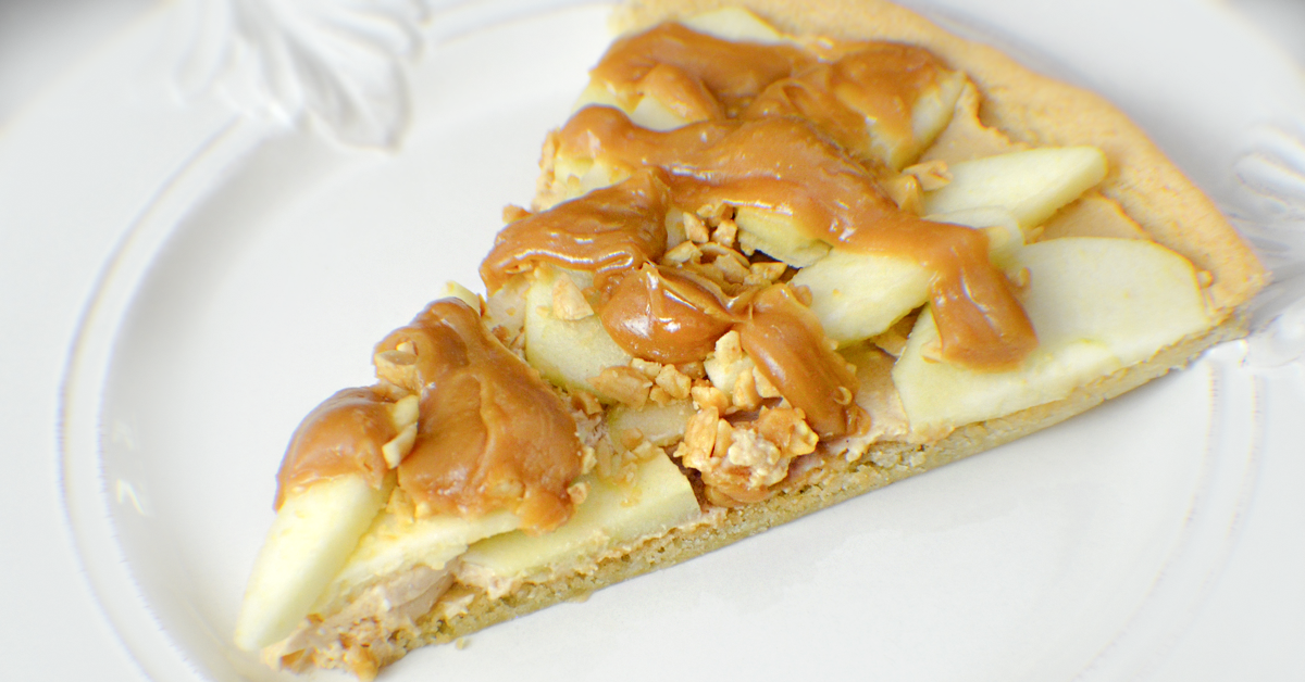 Caramel Creams Crisp Apple Dessert Pizza Recipe - Made with a sugar cookie crust!